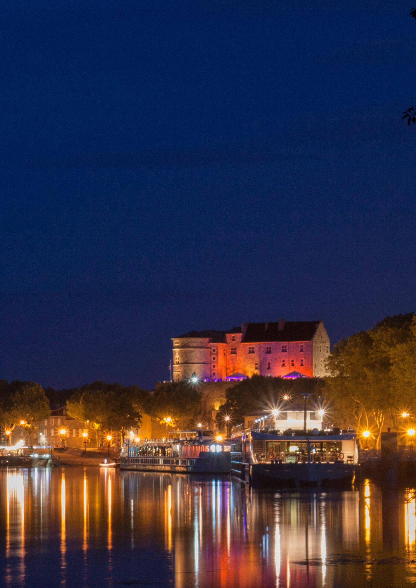 Le château de Tournon by night