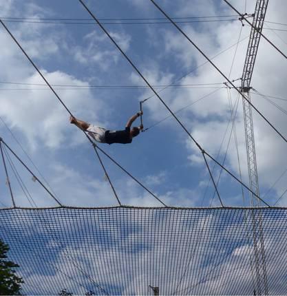 Perrine vous emmène découvrir une activité insolite en Drôme : l'école de trapèze volant