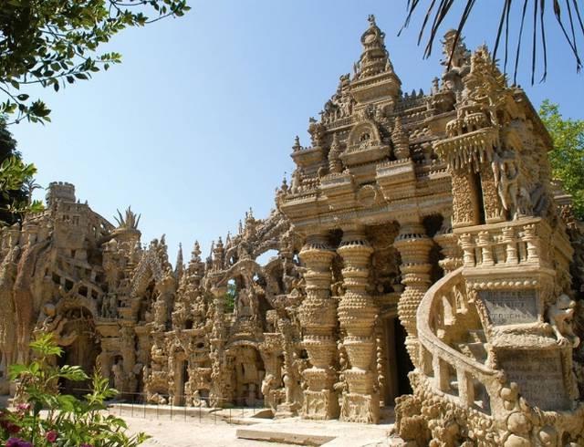 L'incroyable histoire du Palais idéal du Facteur Cheval