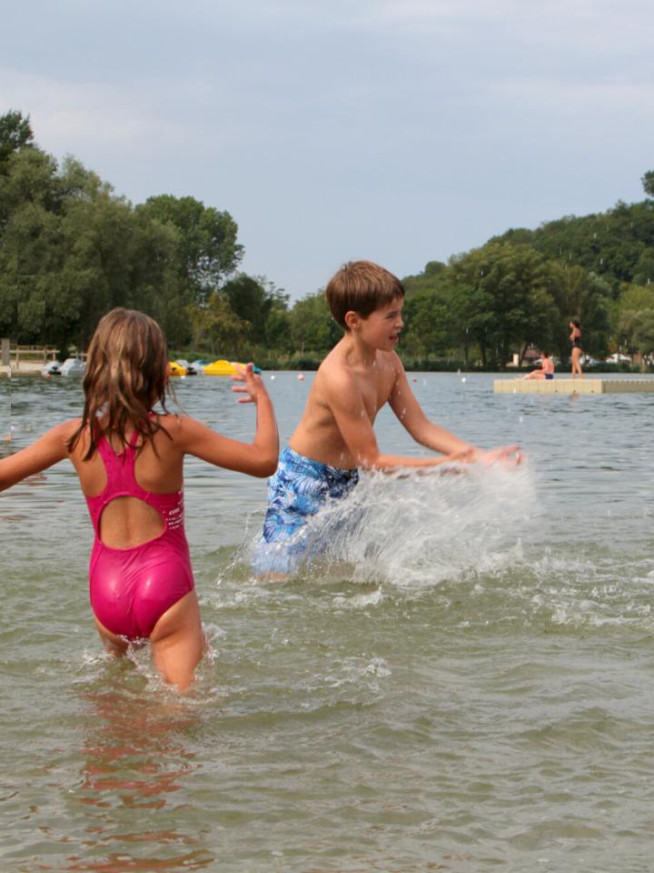 Enfant au Lac de Champos