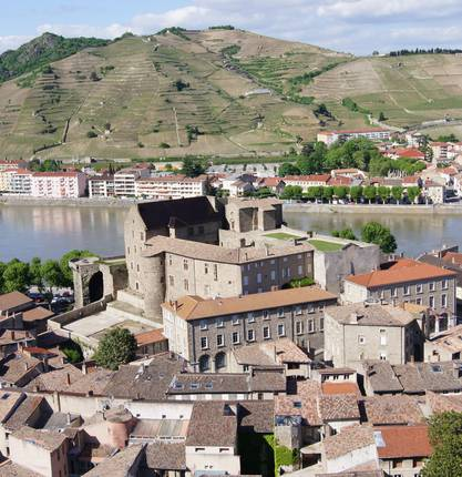 Where to park in a motorhome in Tournon sur Rhône and surroundings?