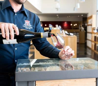 Dégustation de vin à la Cave de Tain